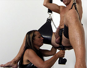 Mistress inserts dildo deep-Picture2