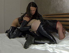 Dominant woman fists mans ass until he cums hard-Picture1