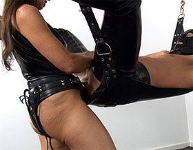 Mistress thrusting strapon into slaves ass-Picture3