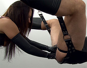 Femdom strapon fucking and fisting on sling-Picture2